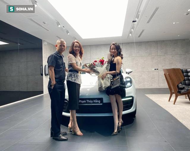 Rich kid Việt tốt nghiệp RMIT được tặng siêu xe 7,4 tỷ đồng, phần thưởng thứ 2 còn gây choáng hơn - Ảnh 2.