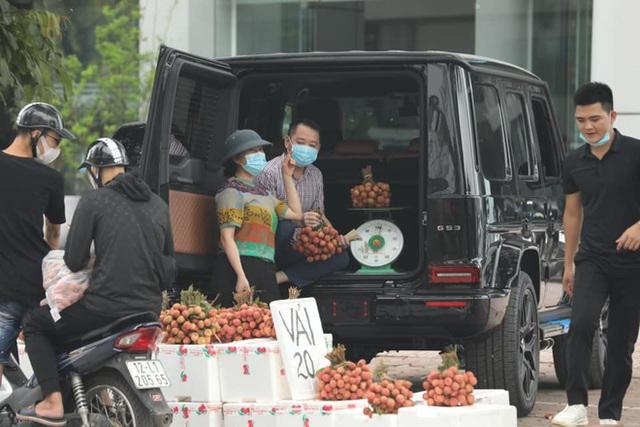 Thân thế của người đàn ông đánh xe Mẹc giá chục tỷ đi bán vải thiều 20.000 đồng/kg ở Hà Nội - Ảnh 1.