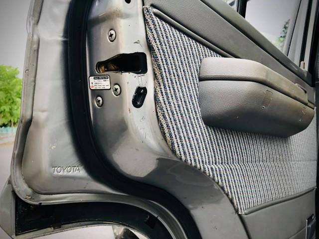 Đỉnh cao giữ giá, Toyota Land Cruiser qua 30 'xuân xanh' vẫn bán đắt ngang Hyundai Tucson 'đập hộp' - Ảnh 2.