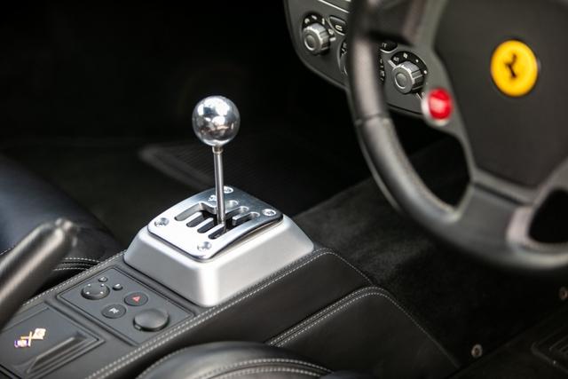 Tự nhiên thành trend, Ferrari số sàn đời cổ tăng giá cao ngất ngưởng, có xe đắt gấp đôi, hốt bạc cho ai đầu cơ để bán - Ảnh 2.