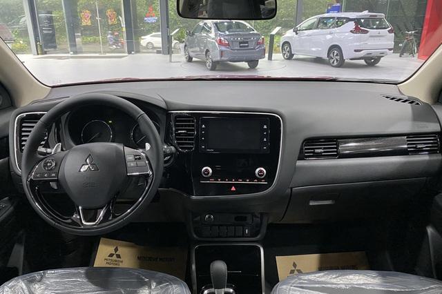 Mitsubishi Outlander giảm giá trăm triệu tại đại lý: Bản tiêu chuẩn từ 750 triệu đồng, rẻ nhất phân khúc, làm khó Honda CR-V - Ảnh 4.