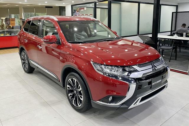 Mitsubishi Outlander giảm giá trăm triệu tại đại lý: Bản tiêu chuẩn từ 750 triệu đồng, rẻ nhất phân khúc, làm khó Honda CR-V - Ảnh 1.