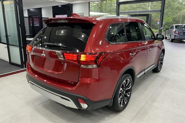 Mitsubishi Outlander giảm giá trăm triệu tại đại lý: Bản tiêu chuẩn từ 750 triệu đồng, rẻ nhất phân khúc, làm khó Honda CR-V - Ảnh 2.