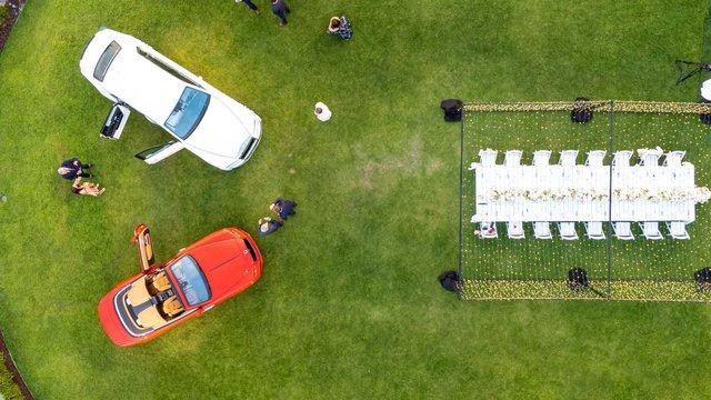Vợ chồng nhà người ta kỷ niệm ngày cưới bằng 2 chiếc Rolls-Royce hàng thửa siêu hiếm - Ảnh 2.