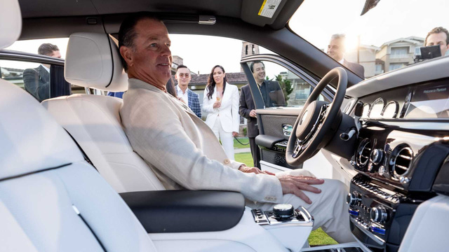 Vợ chồng nhà người ta kỷ niệm ngày cưới bằng 2 chiếc Rolls-Royce hàng thửa siêu hiếm - Ảnh 7.