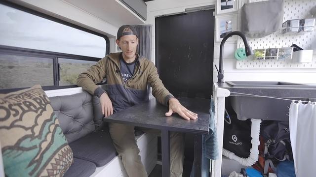 Chàng thợ điện bỏ việc đi độ mobihome, vài năm sau trở thành travel blogger nổi tiếng khắp thế giới - Ảnh 7.