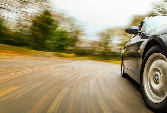 Chưa có bằng nhưng thanh niên 20 tuổi đã tập lái xe với tốc độ 223 km/h - Ảnh 1.