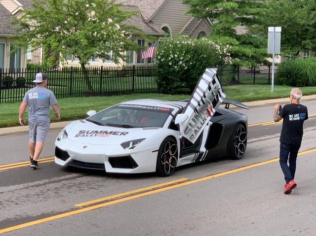 Dân chơi Tyler Ngo mang Lamborghini Aventador tham dự Summer Rally, hé lộ quá trình vận chuyển cùng lúc hàng chục siêu xe của các đại gia gốc Việt - Ảnh 2.