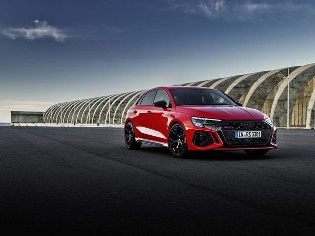Ống xả fake đẹp quá, Audi phũ phàng photoshop xoá luôn cả ống xả thật trong bộ ảnh xe mới ra mắt - Ảnh 1.
