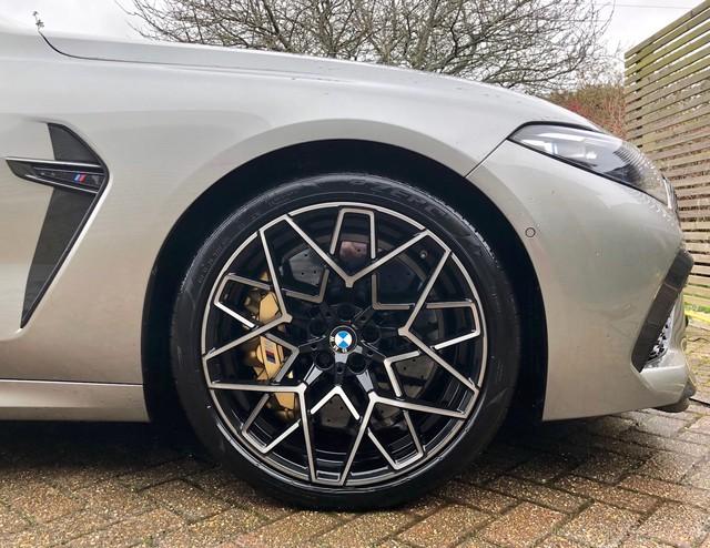 Lái BMW M8 Gran Coupe trong 7 tháng, chuyên gia đánh giá: Dùng lâu mới thấy nhiều bất tiện, được cái lái sướng - Ảnh 2.