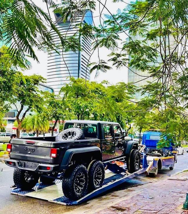 Xôn xao hình ảnh Jeep Gladiator độ 6 bánh được cho là về Việt Nam - Ảnh 3.