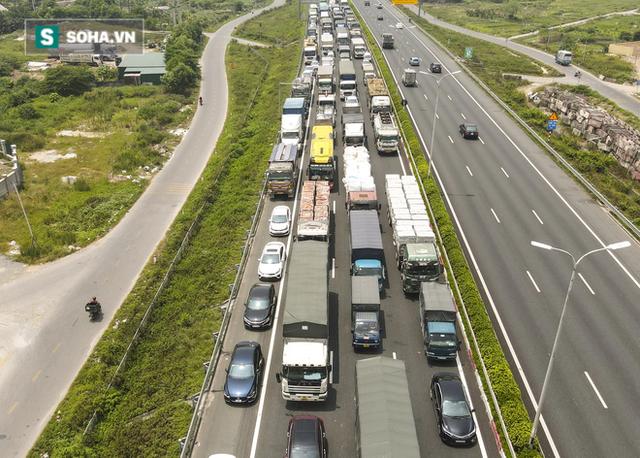 Kiểm soát 100% người và phương tiện vào Hà Nội, xe ùn tắc gần 3km tại trạm thu phí Pháp Vân - Cầu Giẽ - Ảnh 12.