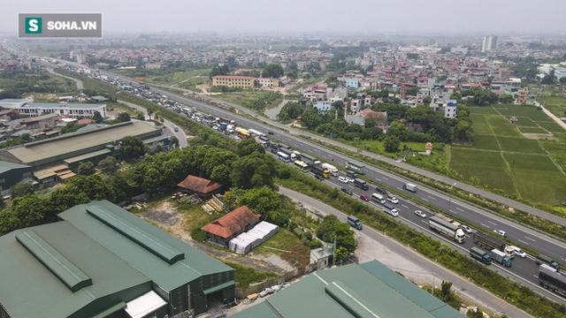 Kiểm soát 100% người và phương tiện vào Hà Nội, xe ùn tắc gần 3km tại trạm thu phí Pháp Vân - Cầu Giẽ - Ảnh 15.