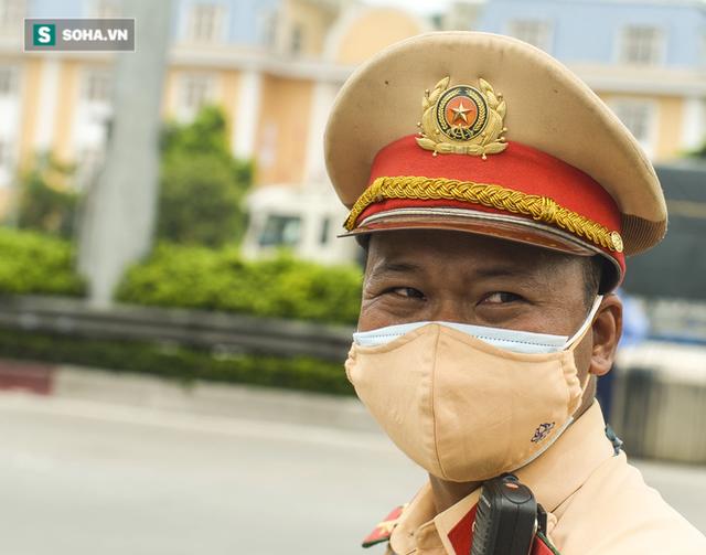 Kiểm soát 100% người và phương tiện vào Hà Nội, xe ùn tắc gần 3km tại trạm thu phí Pháp Vân - Cầu Giẽ - Ảnh 4.