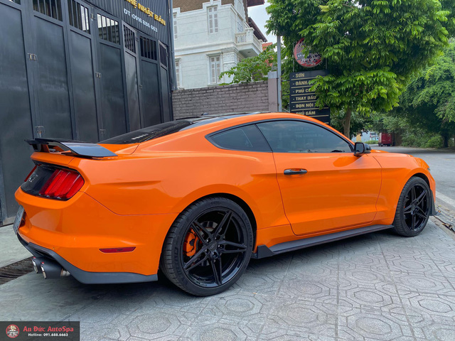 Ngựa hoang Ford Mustang độ bodykit Shelby GT500 khác lạ với bộ mâm ngàn USD - Ảnh 3.