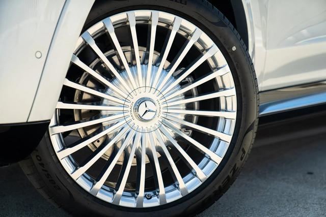 Lộ giá Mercedes-Maybach GLS 600 chính hãng - Quyết tâm hạ bệ xe tư nhân với mức giá rẻ hơn ít nhất 3,5 tỷ đồng - Ảnh 3.