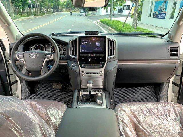 Xe ra mẫu mới, đại gia Việt bán luôn Toyota Land Cruiser vừa mua khi mới chạy 800km, nội thất chưa kịp bóc hết nilon - Ảnh 4.