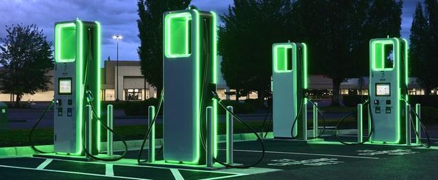 Tesla trải hoa hồng cho xe điện: Có thật VinFast sẽ ngồi mát ăn bát vàng? - Ảnh 1.