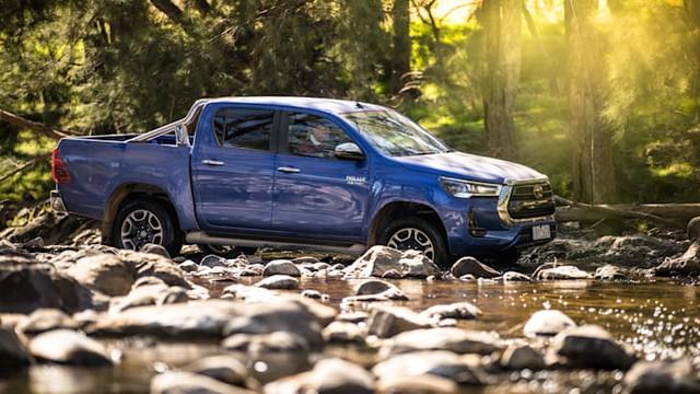 Xem trước Toyota Hilux đời mới: Mặt như Land Cruiser, đe doạ Ford Ranger - Ảnh 1.