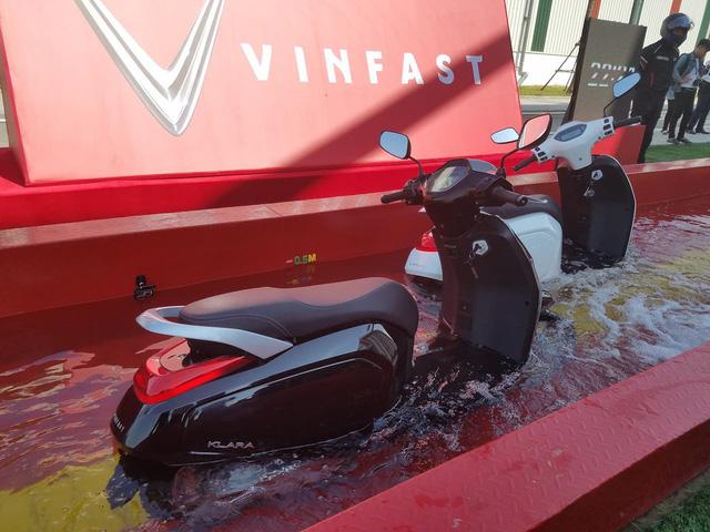 Vụ Tesla lội nước lũ Trung Quốc thật ra quá ồn ào, xe máy Việt xử lý dễ như ăn kẹo nhờ 1 điều đặc biệt! - Ảnh 1.