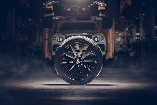 Bentley Bentayga khoe trang bị 'khủng nhất thế giới': Đúc từ carbon, mất 5 năm phát triển - Ảnh 1.