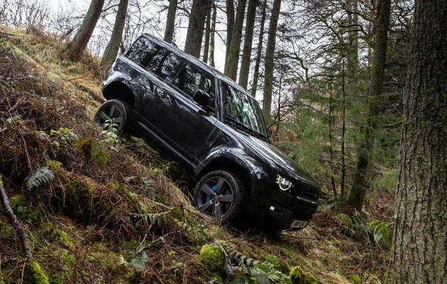 Land Rover Defender chuẩn bị có bản hiệu suất cao đấu Mercedes-AMG G 63 - Ảnh 3.