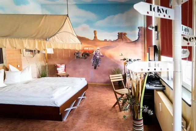 Khám phá V8 Hotel: Ngủ trên giường Mercedes-Benz, BMW, xung quanh toàn đồ cho hội cuồng xe - Ảnh 10.
