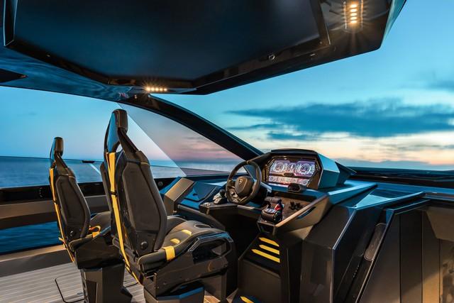 Sau thời gian dài chờ mòn mỏi, Conor McGregor sắp được nhận siêu du thuyền Lamborghini Tecnomar giá hơn 3,5 triệu USD - Ảnh 5.