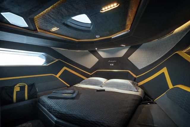 Tay đấm khét tiếng chi gần 100 tỷ mua siêu du thuyền như Lamborghini Sián - Ảnh 6.