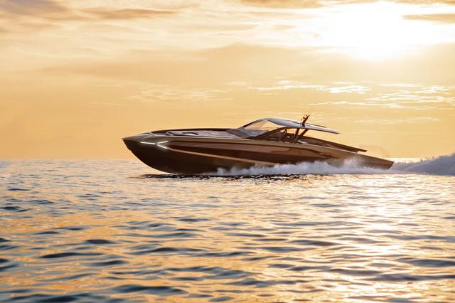 Tay đấm khét tiếng chi gần 100 tỷ mua siêu du thuyền như Lamborghini Sián - Ảnh 2.
