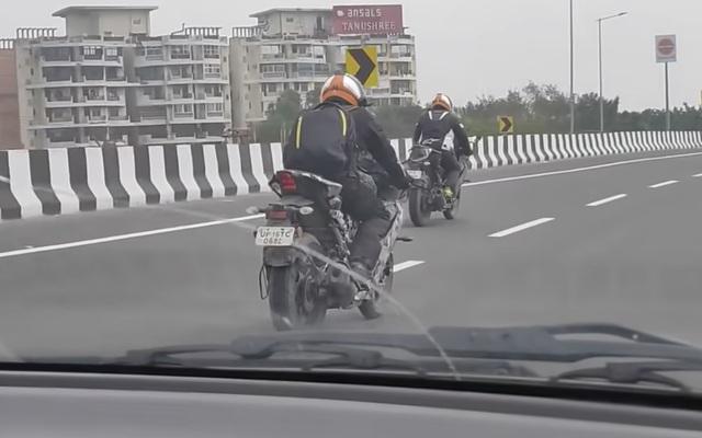 Lộ Yamaha R15 2021 trên phố: Sportbike phổ thông ngày càng đẹp, thiết kế hứa hẹn lai đàn anh R7 - Ảnh 1.