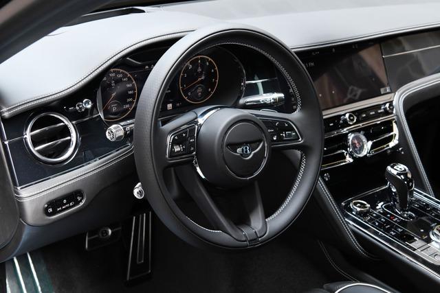 Con trai Lệ Quyên được tặng Bentley Flying Spur V8 thế hệ mới trị giá hàng chục tỷ đồng - Ảnh 4.