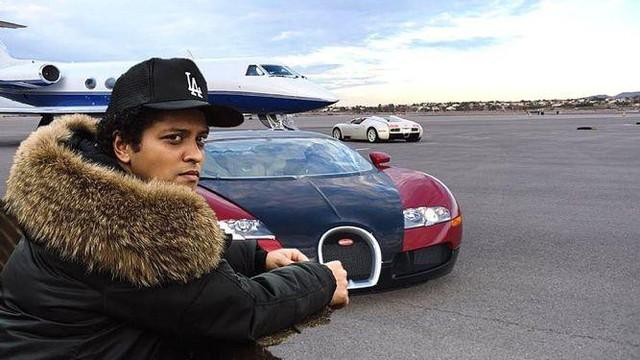 Loạt xe hơi sang chảnh của ca sĩ Bruno Mars - Ảnh 1.