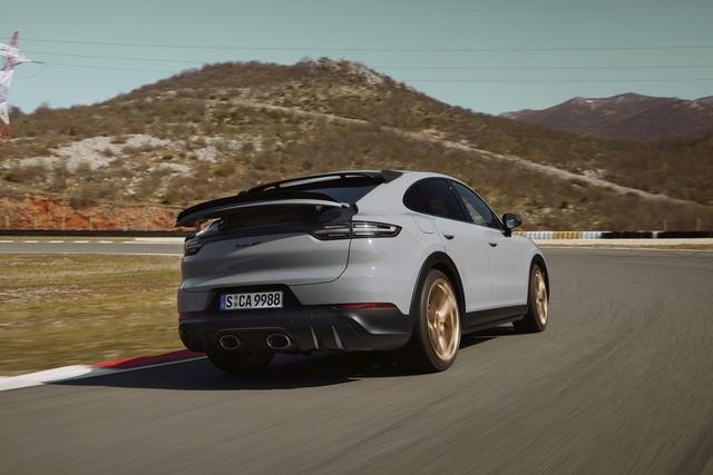 Porsche Cayenne Turbo GT ra mắt tại Việt Nam: Giá từ 12,2 tỷ đồng, mạnh ngang Lamborghini Huracan - Ảnh 4.