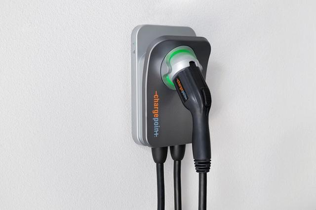 Trái tim năng lượng của xe điện: Bộ sạc của VinFast rất mềm, và đây là công thức tính tiền điện mỗi tháng - Ảnh 2.