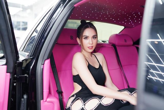 Ngọc Trinh lái Rolls-Royce hồng mới đính kim cương đi chơi, CĐM soi ra lỗi vi phạm hết sức cơ bản - Ảnh 6.