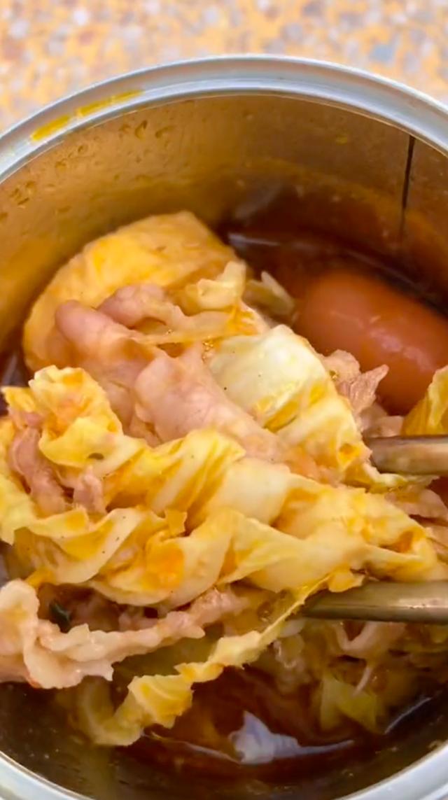 Anh tài xế Grab gây sốt với loạt clip nấu đồ ăn bằng… bô xe máy triệu views, cả gà nướng và lẩu cũng làm ngon ơ! - Ảnh 5.