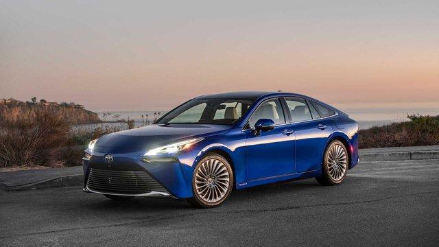 Lexus sắp sang hóa một dòng xe Toyota để đấu Mercedes E-Class và BMW 5-Series - Ảnh 2.