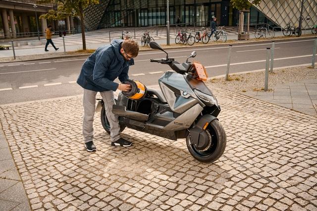 Ra mắt BMW CE 04 - Mô tô hạng sang, có tính năng như ô tô, giá quy đổi từ 270 triệu, có thể về Việt Nam - Ảnh 4.