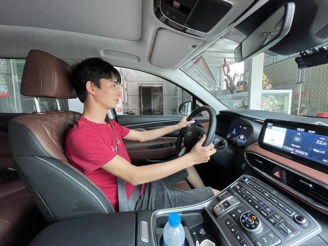 Chạy Mẹc S ở nước ngoài, về nước sắm Hyundai Santa Fe 2021, người dùng đánh giá: Chưa hoàn hảo nhưng đáng 1,5 tỷ bỏ ra - Ảnh 5.