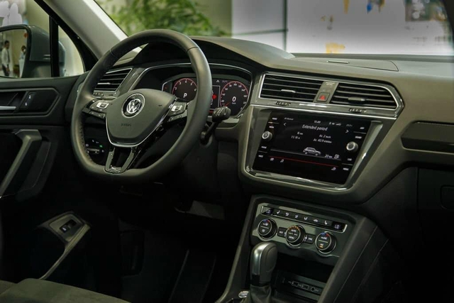 Volkswagen khuyến mại tất tay: Passat giảm 200 triệu còn ngang Camry, Tiguan Allspace dọn kho giảm 100 triệu cạnh tranh GLC - Ảnh 6.