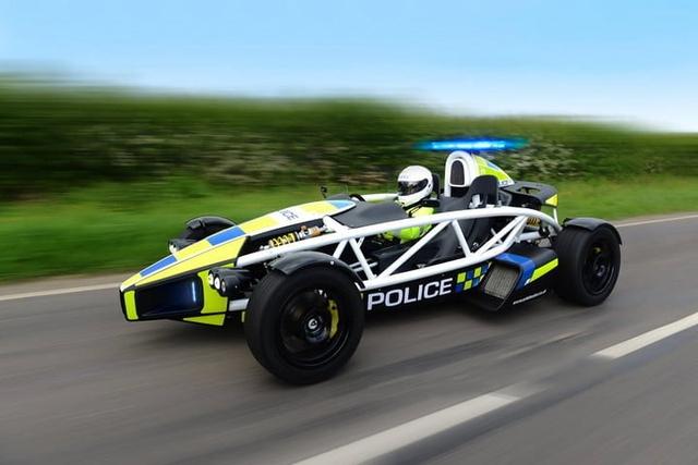 Cảnh sát thế giới dùng xe gì: Ưu tiên xe nội, không thì phải đỉnh cao, đắt khét như siêu xe - Ảnh 2.