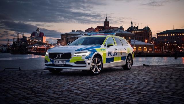 Cảnh sát thế giới dùng xe gì: Ưu tiên xe nội, không thì phải đỉnh cao, đắt khét như siêu xe - Ảnh 11.