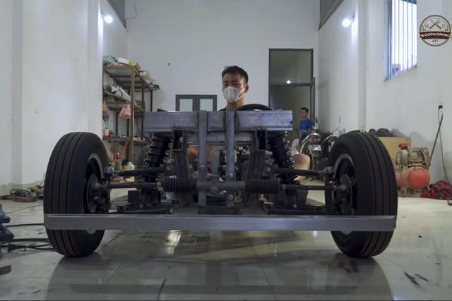 Thợ Việt đổi Ferrari 250 gỗ chế tác trong 70 ngày lấy Mercedes-Benz GLC - Ảnh 4.