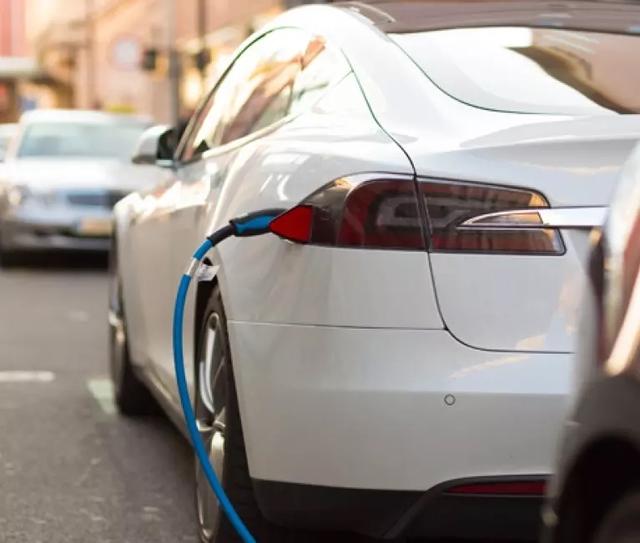 Pin LFP là gì mà VinFast quyết làm được cả Nhà máy Giga: Đó là câu trả lời cho việc xe điện có 'đè' được xe xăng hay không - Ảnh 2.