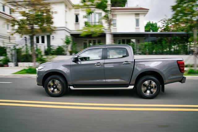 Ra mắt Mazda BT-50 2021 tại Việt Nam: Giá từ 659 triệu đồng, định hướng bán tải đi phố đấu Ford Ranger - Ảnh 4.