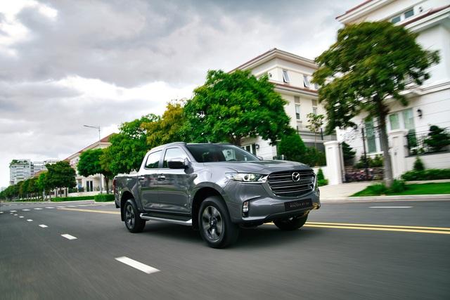 Ra mắt Mazda BT-50 2021 tại Việt Nam: Giá từ 659 triệu đồng, định hướng bán tải đi phố đấu Ford Ranger - Ảnh 3.