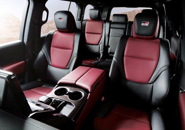 Chi tiết Toyota Land Cruiser 300 GR Sport: Giá quy đổi từ 1,6 tỷ, toàn trang bị chơi bời cho đại gia - Ảnh 5.