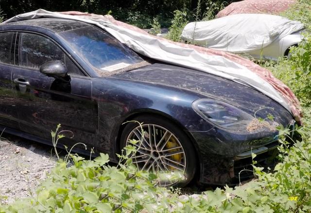 Xot xa toan sieu xe xe sieu sang tai nghia dia o to Trung Quoc Rolls-Royce Porsche Corvette vut ca dong tu tu muc nat