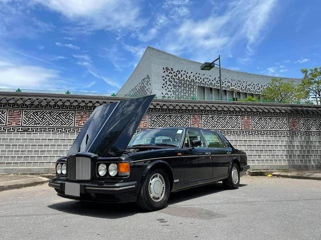 Chiếc Bentley Turbo RL 1992 độc nhất Việt Nam có giá ngang Mercedes-Benz S-Class đời mới: Gần 30 năm, đi 32.000km nhưng tình trạng vẫn còn nguyên bản - Ảnh 1.
